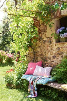 5 living tips: garden beds in the backyard Garden pallets Flower pallets Garden ideas for Garden Nook, Garden Cottage, Garden Beds, Home And Garden, Garden Planters, Summer Garden, Box Garden, Corner Garden, Garden Studio