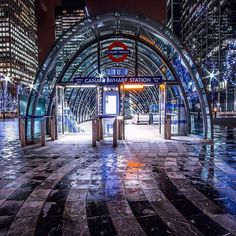 Transport for London Underground - Canary Wharf London City, London Now, London Street, London Underground Tube, London Underground Stations, Beautiful London, Beautiful Places, London Photography, Street Photography