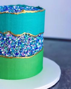 Sprinkle fault line and rough buttercream border 😆 Unique Cakes, Creative Cakes, Fancy Cakes, Mini Cakes, Cupcakes, Cupcake Cakes, Geode Cake, Bolo Cake, Pistachio Cake
