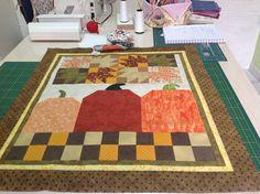 Painel em patchwork.Trabalho em andamento baseado no livro de Debbie Mumm