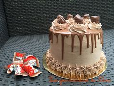 Schichtkuchen, que faire avec des kinder bueno, Schichtkuchen aux kinder bu . Cake Receipe, Layer Cake Recipes, Layer Cakes, Kind Photo, American Cake, Birthday Cakes For Women, Chocolate Frosting, Cake Chocolate, Pastry Cake
