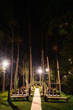 Local para Cerimônia de Casamento ao Ar Livre à noite. Um Lindo Bosque!