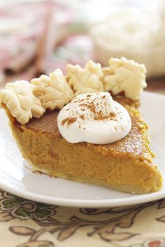 Epicurean Mom: Pumpkin Pie Recipe {Caramel} MB-I made this for Thanksgiving 2012 and it was a big hit, very good. I think Timmy ate almost a whole pie by himself. Pumpkin Recipes, Pie Recipes, Fall Recipes, Holiday Recipes, Pumpkin Pies, Cheese Pumpkin, Köstliche Desserts, Delicious Desserts, Dessert Recipes