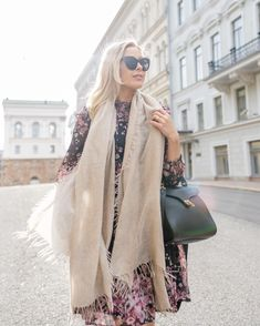 Lasessor Collection Silk Scarves, Stylish Outfits, Cool Style, Duster Coat, Cashmere, Autumn Fashion, Kimono Top, Style Inspiration, Jackets
