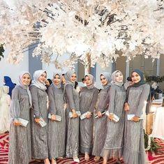 "IDE KONDANGAN ¦ OOTD BATIK on Instagram: ""Lovely Photo by @wandhas_ • • Punya ide outfit atau inspirasi baju buat kondangan yang keren? Yuk follow & tag…"" Kebaya Modern Hijab, Kebaya Hijab, Kebaya Dress, Dress Pesta, Kebaya Lace, Dress Brokat Muslim, Dress Brokat Modern, Kebaya Muslim, Muslim Dress"