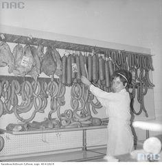"""Sklep nr 317 """" Emilia"""" Warszawskiej Spółdzielni Spożywców """"Społem"""" przy ul. Śliskiej 10 w Warszawie, 1970"""