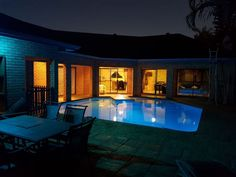 St Lucia House Self Catering - St Lucia House Self Catering is an an entire private house for self-catering purposes. It is equipped with four bedrooms, a main en-suite plus second bathroom (both with shower and bath).