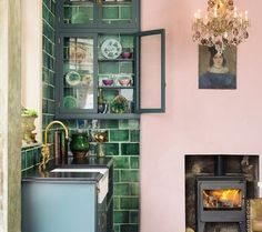 Great green kitchen green tile deep - Best Decoration ideas for the home Devol Kitchens, Pink Kitchens, Country Kitchens, Retro Home Decor, Beautiful Kitchens, Interior Design Kitchen, Diy Interior, Sweet Home, House Design