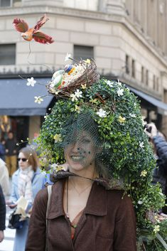 Eye-catching headwear along New York's Fifth Avenue for the 2015 Easter Parade. [Photo by George Chinsee] Bonnet Hat, Crazy Hats, Easter Projects, Easter Parade, Flower Hats, Vintage Easter, Derby Hats, New York, Flowers In Hair