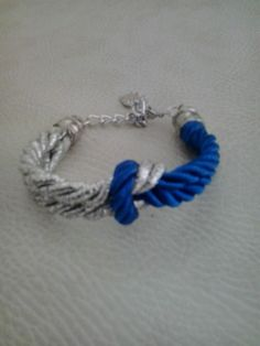 Bracelet in blue and silver