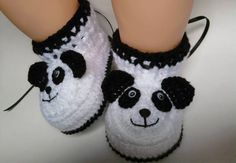 Handmade baby shoes: check out these beautiful models! - Handmade baby shoes: check out these beautiful models! Informations About Handgemachte Babyschuhe: S - Knit Baby Shoes, Crochet Baby Boots, Crochet Baby Sandals, Knit Baby Booties, Booties Crochet, Crochet Baby Clothes, Crochet For Boys, Crochet Shoes, Crochet Slippers