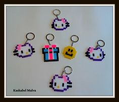 Diferentes piezas en hama beads midi.