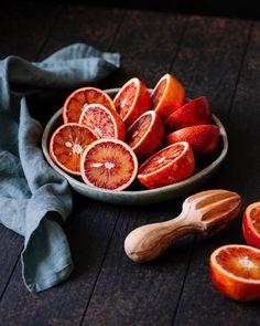 Доброго дня, друзья☀️ Люблю контрастные фотографии и красные апельсины На фото фон Оксфорд #woodville_oxford Есть в наличии Сроки на…