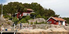 SØRLANDSIDYLL: Hovedhytta er et gammelt stabbur som ble flyttet fra Oslo til Sørlandet