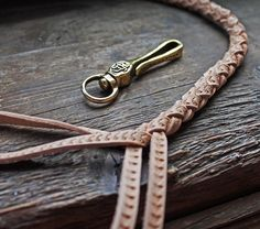 «#leatherleash #chainhook #keyhook #leatherhandcraft #leatherworks #leathercraft #leathergoods #leather #ulyanihin #сделановмоскве #мастерскаяульянихина…»