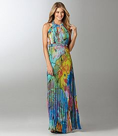 Wondering how to style the maxi dress? We have enlisted a few tips and suggestions for your help in this comprehensive fashion guide. Just like jumpsuits and denims, maxi dresses are always in vogu… Maxi Outfits, Maxi Dresses, Floral Dresses, Maxi Dress Wedding, Floral Fashion, Blue Fashion, Floral Print Maxi Dress, Dress Out, Event Dresses