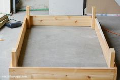 I& going to show you exactly how to make a garden box in this tutorial. They& surprisingly easy to put together and look neat and tidy in the backyard. Garden Table, Garden Boxes, Garden Planters, Garden Art, Garden Design, Pallet Planters, Garden Ideas, Vegetable Boxes, Vegetable Garden