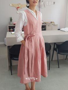 Natural Clothing, Diy Clothing, Hijab Fashion, Fashion Dresses, Hijab Stile, Pinafore Dress, Groom Dress, Linen Dresses, Traditional Dresses