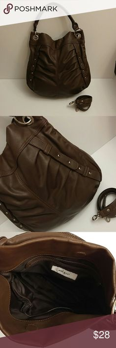 ✨ Nine West. ✨ Make an offer✨ Brown leather purse by Nine West. In excellent used condition. It comes with an extra strap and can be worn on the shoulder or as a cross body! A couple Small and unnoticeable breaks in the leather where creased, can be seen in pictures. Other than that this purse is in great condition. Nine West Bags Shoulder Bags