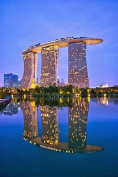 Marina Bay Sands in Singapore. An integrated resort fronting Marina Bay in Singapore. Developed by Las Vegas Sands, it is billed as the world's most expensive standalone casino property at 8 billion dollars, including cost of the prime land. Futuristic Architecture, Amazing Architecture, Singapore Architecture, Architecture Art, Contemporary Architecture, Contemporary Design, Hotel Marina Bay Sands, Beautiful Hotels, Beautiful Places
