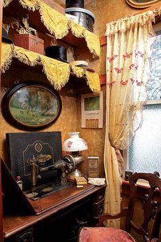 Best Sewing Room Interior Home 41 Ideas Victorian Interiors, Victorian Cottage, Victorian Furniture, Victorian Decor, Vintage Interiors, Victorian Homes, Victorian Era, Sewing Spaces, Vintage Sewing Machines