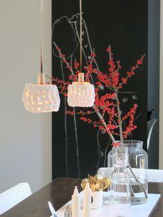 Die schönsten Wohn- und Dekoideen aus dem November | SoLebIch.de - Foto von Mitglied _frida_ #solebich #interior #einrichtung #inneneinrichtung #deko #decor #diningroom #diningtable #glasvase #ilex #candle #kerze #hängeleuchte #lamp