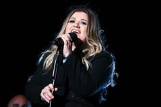 """Kelly Clarkson:   Nominated for:   Best Pop Solo Performance for """"Piece By Piece ﴾Idol Version﴿"""""""