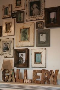 neat Gallery Wall of shabby vintage frames in various sizes & colors Old Frames, Vintage Frames, Frames On Wall, Rustic Frames, Antique Frames, Framed Wall, Vintage Walls, Wooden Frames, Picture Wall