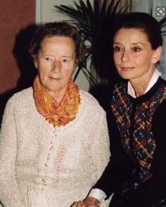 Con su Madre, Ella
