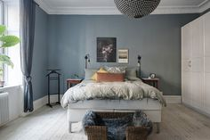 Bold interiors of this two-bedroom apartment in Gothenburg captivate from the first photo - not every day you see such a saturated color scheme. And the ✌Pufikhomes - source of home inspiration Paint Colors For Home, House Colors, Home Bedroom, Bedroom Decor, Decoration Gris, Scandinavian Interior, New Homes, House Design, Living Room