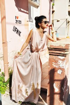 Pastel Pink silk maxi dress whith the ubercool sunglasses
