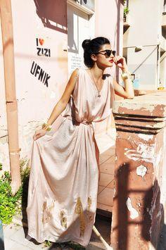 Pastel Pink silk maxi dress whith the ubercool sunglasses