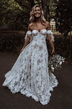 Grecian Wedding Dresses With Sleeves 27 Chic Bridal Dresses: Styles & Silhouettes bridal dresses a line sweetheart neckline off the shoulder grace loves lace Lace Beach Wedding Dress, Lace Bride, Wedding Bride, Hippie Wedding Dresses, Big Bust Wedding Dress, Hippie Bridesmaid Dresses, Vintage Boho Wedding Dress, Hippie Weddings, Barn Wedding Dress