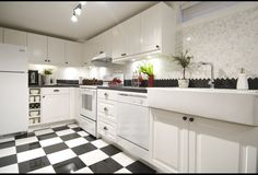 Classic Black & White Kitchen | Photos | HGTV Canada