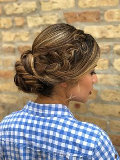 try this gorgeous braided updo style at your summer wedding or out on a date with bae, you'll leave jaws dropping! | hairstyle + makeup by goldplaited | braided updo | updo hairstyle | prom hair