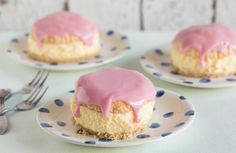 Een lekkere frisse koude taart met de smaak van tompouce. Dat moet je echt eens proberen. Oops, I dropped the tompouce...
