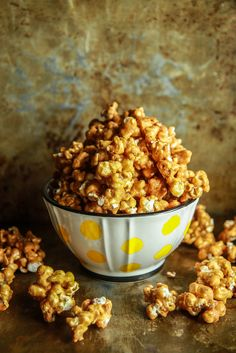 Spicy Beer Caramel Corn- Vegan and Gluten Free - Heather Christo Popcorn Recipes, Dog Food Recipes, Vegan Recipes, Popcorn Snacks, Healthy Desserts, Vegan Sweets, Vegan Snacks, Vegan Meals, Caramel Corn
