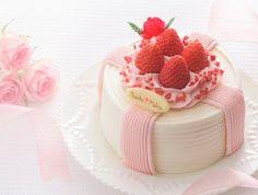Festa della mamma 母の日 Haha no Hi Strawberry Sweets, Strawberry Baby, Wiener Schnitzel, Cute Cakes, Yummy Cakes, Kawaii Dessert, Cake Picks, Mothers Day Cake, Delicious Cake Recipes