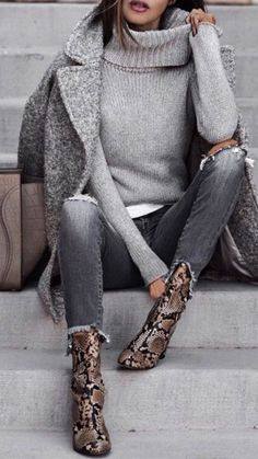 this minimalist outfit with love for great snake patterns . - Source by outfits winterLove this minimalist outfit with love for great snake patterns . - Source by outfits winter Winter Outfits Women, Winter Fashion Outfits, Autumn Winter Fashion, Fall Fashion, Fall Winter, Trendy Fashion, Outfit Winter, Winter Season, Dress Winter