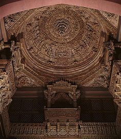 The carved wooden dome, balconies and supports of this architectural ensemble belonged to the gudha-mandapa (meeting and prayer hall) of the Vadi Parshvanatha Jain temple in Patan, Gujarat. last quarter of century Meeting Hall, Jain Temple, Indian Architecture, Indian Heritage, Art Carved, Indian Art, Indian Style, Museum Collection, 16th Century