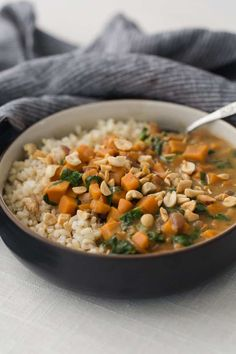 Sweet Potatoes and Spinach Peanut Stew Add 1 pack coconut cream Sweet Potato Recipes, Veggie Recipes, Vegetarian Recipes, Healthy Recipes, Weeknight Recipes, Vegetarian Soup, Veggie Meals, Spinach Recipes, Veggie Food