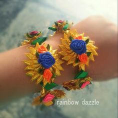 Flowery bangles made with ribbons Gota Patti Jewellery, Thread Jewellery, Fabric Jewelry, Indian Wedding Jewelry, Indian Jewelry, Bridal Necklace, Bridal Jewelry, Silk Bangles, Bangles Making