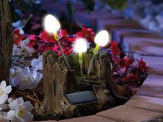 Klimatyczna dekoracja do ogrodu imitująca konar drzewa ze świecącymi leśnymi grzybkami!  #dekoracje #ogród #lampki
