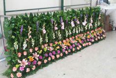 Decoracion de iglesia Jardinera para altar Tropical Flower Arrangements, Church Flower Arrangements, Tropical Flowers, Altar Decorations, Flower Decorations, Wedding Decorations, Flower Bar, Flower Vases, Gerbera