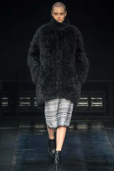 Helmut Lang Fall 2014 Ready-to-Wear Fashion Show - Nastya Kusakina