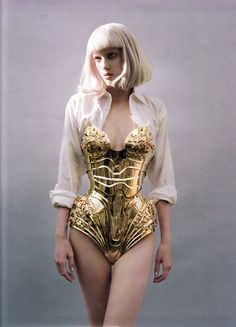 Thierry Mugler 'corset' armour dress- couture that never goes out of style. Corsets, Moda Medieval, Gold Armor, Mode Lookbook, Design Textile, Mode Chanel, High Fashion, Womens Fashion, Fashion Fashion