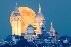 When the rising moon meet the Sacre Coeur by Loïc Lagarde on 500px