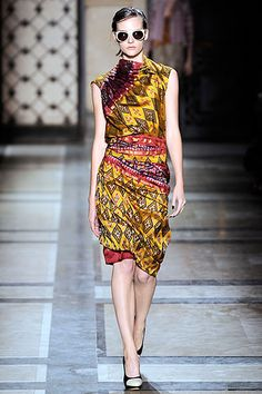 Celebrities who wear, use, or own Dries Van Noten Spring 2010 Tribal Print Dress. Also discover the movies, TV shows, and events associated with Dries Van Noten Spring 2010 Tribal Print Dress. Modern Hijab Fashion, Batik Fashion, Asian Fashion, Muslim Fashion, Batik Kebaya, Batik Dress, Hijab Mode Inspiration, Fashion Show, Fashion Outfits