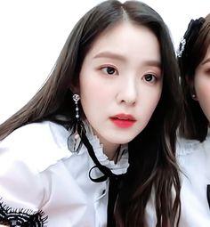 The idol who looks like the daughter of a wealthy family Seulgi, Kpop Girl Groups, Kpop Girls, Irene Red Velvet, Cold Face, Red Velet, Korean Celebrities, Ulzzang Girl, Violet