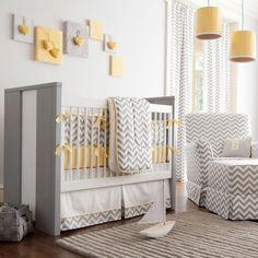 chambre bébé neutre en blanc, gris et jaune pastel à chevrons